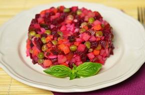 Cách làm salad tím hồng lãng mạn cho bữa tối