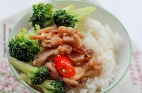 15 phút cho món thịt gà xào súp lơ cực ngon!