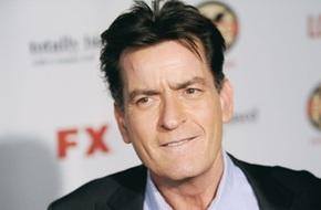 Tình cũ người thương cảm, kẻ giận dữ khi sao Hollywood công khai có HIV