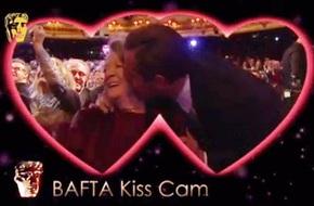 """Leonardo DiCaprio gây sốt vì hưởng ứng """"Kiss Cam"""" nhiệt tình"""
