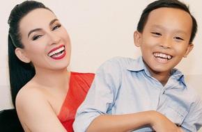 Cậu bé hát đám cưới của Idol Kids hạnh phúc trong vòng tay Phi Nhung