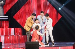 """Cậu bé """"hát như bật đĩa"""" khiến Đông Nhi """"lau"""" sân khấu, thay tên đổi họ"""