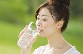 """Bạn sẽ không bao giờ """"giảm cân"""" được nếu cứ uống nước đá mỗi ngày"""