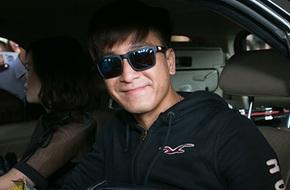 Sao TVB Mã Quốc Minh tươi cười chào fan Việt