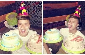 Mặt Cao Thái Sơn dính đầy bánh kem trong ngày sinh nhật