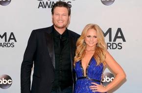 Vợ chồng Blake Shelton thống trị giải thưởng nhạc đồng quê