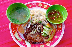 Đi ăn cơm tấm sườn nướng dẻo thơm ở Gò Vấp