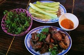 Ấm bụng trong ngày lạnh với sườn nướng phố Nguyễn Siêu