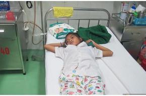 Bé gái 14 tuổi trở về từ cõi chết sau 20 ngày bị rắn cực độc cắn đến nguy kịch