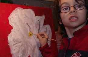 6 tuổi vẽ tranh làm từ thiện cho trẻ em khu ổ chuột