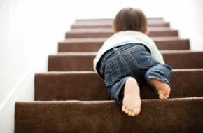Té cầu thang - tai nạn đứa trẻ nào cũng từng bị nhưng nguy hiểm khôn lường