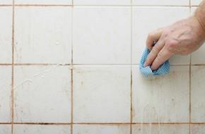 Nhà tắm bẩn đến cỡ này cũng sẽ trắng sáng ngay lập tức nếu bạn làm cách sau