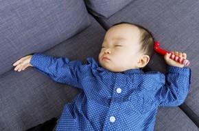 Nữ diễn viên nổi tiếng và nỗi ám ảnh kinh hoàng phát hiện con chết khi ngủ trên ghế sofa