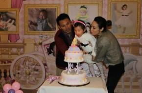 Vợ chồng Quách Khả Doanh mừng sinh nhật công chúa nhỏ