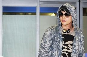 Park Shi Hoo đeo kính đội mũ kín mít trở về Hàn Quốc