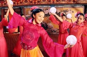 """Viên San San nhảy múa giữa rừng người đẹp """"Cung tỏa liên thành"""""""