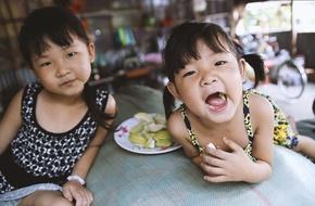 Cuộc sống nơi xóm nghèo Cần Thơ của 2 bé gái bị người cha Hàn Quốc chối bỏ