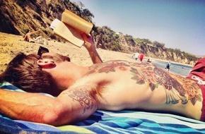 Đàn ông đẹp nhất là khi cầm cuốn sách trên tay