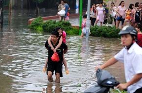 Áp thấp nhiệt đới trên biển Đông, Hà Nội mưa dông những ngày cuối tuần