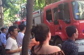 Hà Nội: Cháy lớn ở nhà hàng cơm chay, khói bốc lên nghi ngút