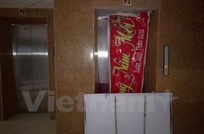 Nghi vấn rơi thang máy chung cư CT2B Thạch Bàn, 1 người mắc kẹt
