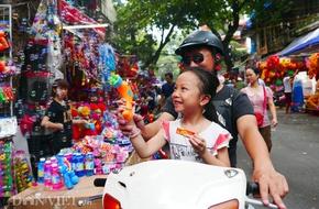 Trước Trung thu, súng bắn bong bóng Trung Quốc độc hại rất đắt hàng