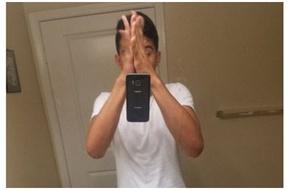Trào lưu kỳ cục nhất hiện nay: Ném điện thoại tự sướng