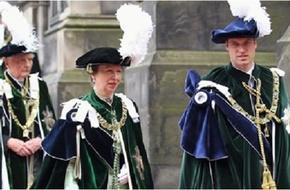 Các hoàng tử và công chúa trên thế giới đến trường như thế nào?