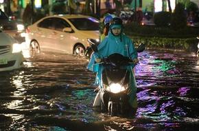 Chiều tối nay, TP HCM sẽ có mưa to, Hà Nội ngày nắng