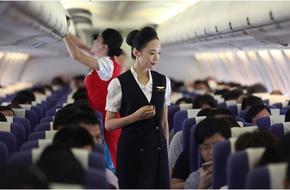 Nhan sắc hoa khôi hàng không gây tranh cãi trên mạng