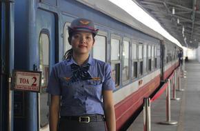 Người Sài Gòn hào hứng trải nghiệm chuyến tàu ngoại ô giá 10 ngàn đồng, lần đầu lăn bánh