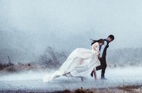 Cặp đôi Hà thành lặn lội 200 cây số, vượt biển để chụp ảnh cưới