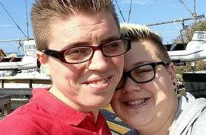Cặp đồng tính nữ bị đuổi ra khỏi nhà vệ sinh nữ vì bị hiểu nhầm là đàn ông