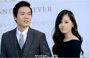 """Người đẹp """"Mặt trăng ôm mặt trời"""" Han Ga In sinh con gái đầu lòng"""