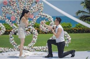 Người đẹp gốc Việt Chung Lệ Đề đính hôn với tình trẻ kém 12 tuổi