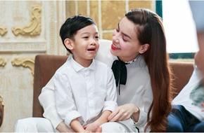 Clip Hồ Ngọc Hà và con trai trò chuyện bằng tiếng Anh gây sốt