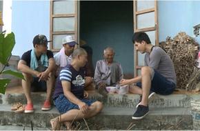 Xúc động trước tình cảm của Hồng Đăng, Thành Được dành cho cụ già neo đơn
