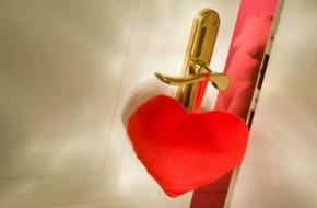 Mẹo phong thủy cho đường tình duyên và hôn nhân suôn sẻ, đơm hoa