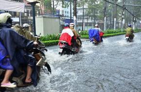Kinh nghiệm đi xe mùa mưa để bảo đảm an toàn, xe bền, người khỏe