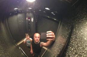 10 người thì hết 8 không biết gương 4 phía trong thang máy sâu xa dùng để làm gì
