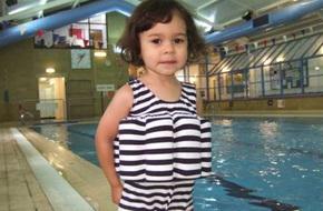 Chiếc áo bơi 'thần thánh' giúp bố mẹ chẳng cần dạy con vẫn biết bơi