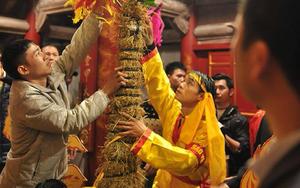Lễ hội Gióng: Nhiều người đổ về mong có hoa tre may mắn đầu năm