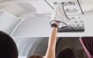 Chuyện thật như đùa: hành khách nữ vô tư phơi quần lót trên máy bay như ở nhà