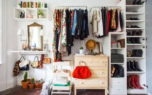 Không gian tưởng chừng như vô dụng dưới đây lại có thể trở thành tủ quần áo chỉ trong vài nốt nhạc