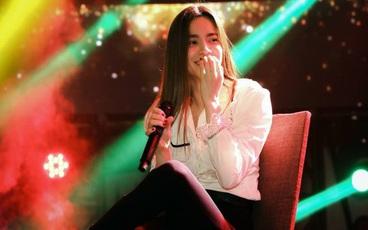 Hồ Ngọc Hà ngầm thừa nhận tình cảm với Kim Lý trong liveshow ca nhạc