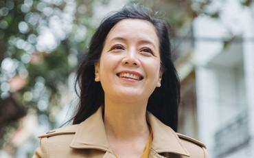 """LIVESTREAM: Sau bức ảnh diện áo dài đi """"bão"""" mừng tuyển Việt Nam, Chiều Xuân chia sẻ về sự trở lại với màn ảnh nhỏ và cuộc sống hiện tại"""