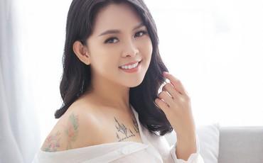 Bà xã U40 của Thành Được diện áo mỏng tang khoe vẻ sexy như người mẫu