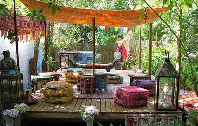 Góc sân vườn đón thu đẹp dịu dàng và lãng mạn khi được trang trí theo phong cách Bohemian