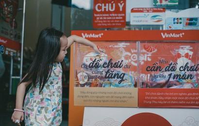 """Người dân Sài Gòn, Hà Nội thích thú với thùng quà """"Cho - Nhận"""" trong mùa lễ Trung thu"""
