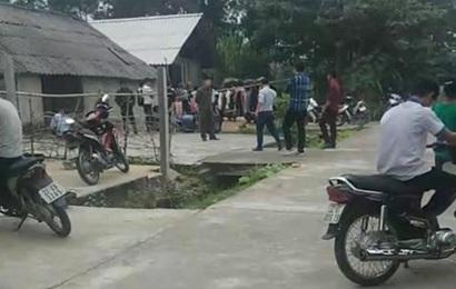 """Vụ cha cùng hai con nhỏ treo cổ tự tử trong ngôi nhà khóa trái cửa ở Tuyên Quang: Trên tường nhà viết chữ """"hận vợ"""""""